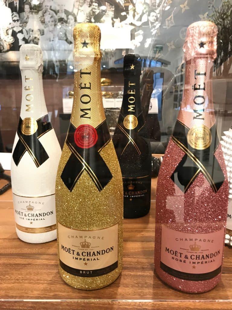 Champagne flessen Cobra Art Gallery