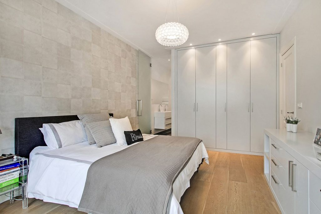 Slaapkamer 1 met doorloop badkamer